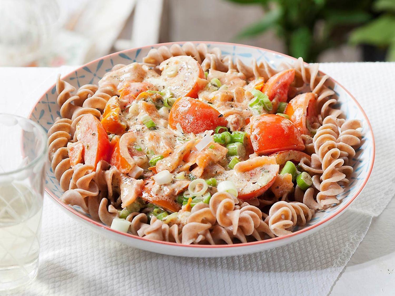 Geliefde Pasta provençal met zalm, tomaat en lente-ui @KR03